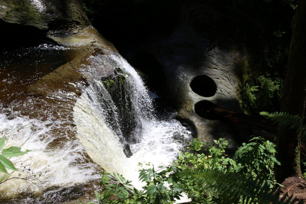 Cliff Falls at Kanaka Creek with pot holes