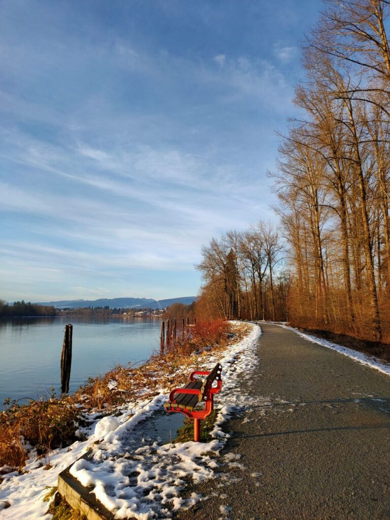 The dyke trail with river view